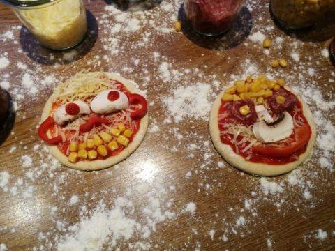 zwei Pizzagesichter